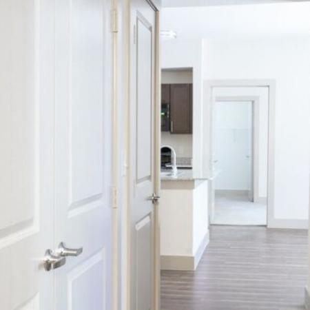 Beautiful apartment with 9-foot ceilings and hardwood style flooring