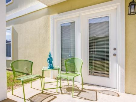 Outdoor Patio | Grand Biscayne Apartments