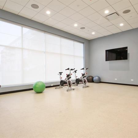 Cutting Edge Fitness Center | Apartments In Glenview | Midtown Square
