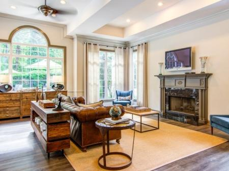Comfortable Clubroom | Apartments in Atlanta, GA | Hawthorne Gates