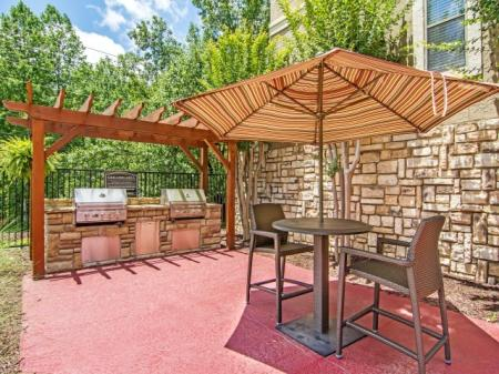 Outdoor Kitchen | Apartments Homes for rent in Sandy Springs, GA | Dunwoody Courtyards