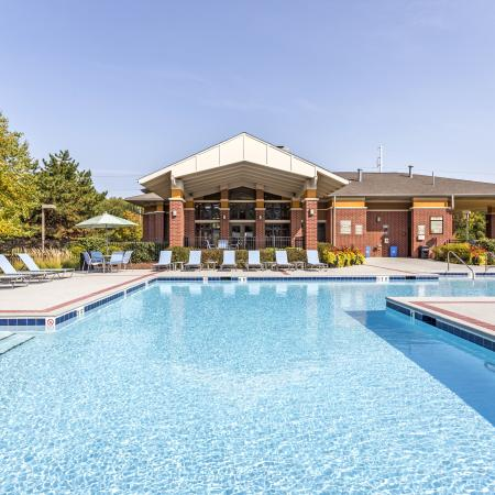 Resort Style Swimming Pool in Naperville | Thornberry Woods Apartment Homes