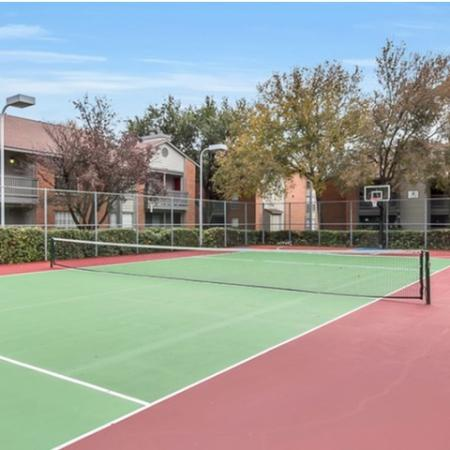 Resident Tennis Court | Apartment Homes in Dallas, TX | Lincoln Crossing