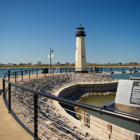 Gorgeous Scenic Views. Minutes from Lake Ray Hubbard and Assorted Lake Activities | Rockwall TX Apartments | Rockwall Commons