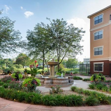 Apartment Homes in Kansas City , MO | Fountain View on the Plaza