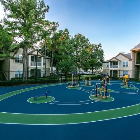 Alvista Metrowest Orlando Florida outdoor fenced in sportcourt in between residential buildings