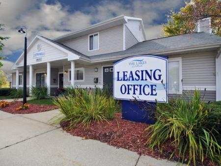 the leasing center at The Lakes of Holland