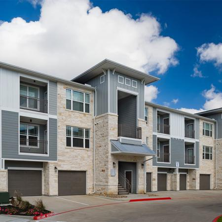 Boterra Bay - Luxury Apartments for Rent in Baytown, TX - community exterior