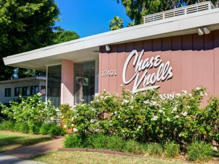 Apartment Homes in Sherman Oaks, CA | Chase Knolls