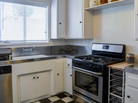 Modern Kitchen | Sherman Oaks CA Apartment For Rent | Chase Knolls