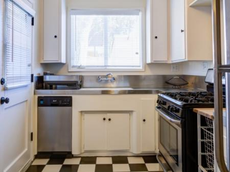 Elegant Kitchen | Apartments in Sherman Oaks, CA | Chase Knolls