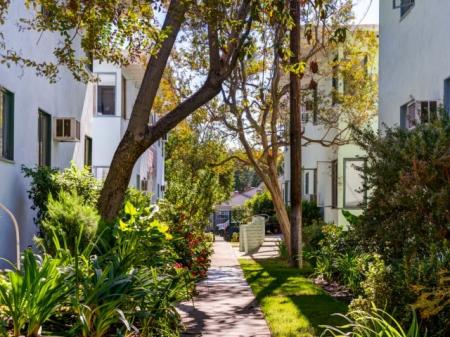 Sherman Oaks CA Apartments | Chase Knolls