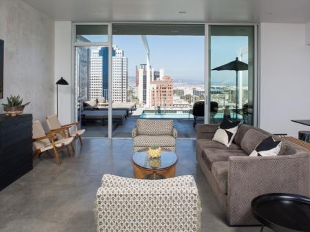 Sky Lounge with direct access to Rooftop Pool