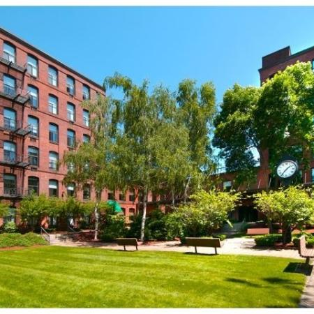 Expansive Grounds | Springfield MA Apartment Complexes | Stockbridge Court