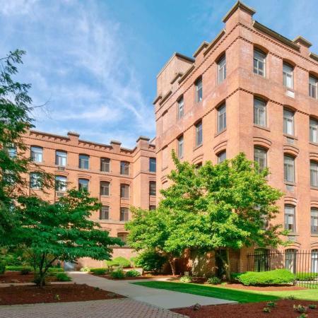 Stockbridge Court Exterior | Springfield MA Apartment Complexes | Stockbridge Court