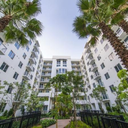 Beautifully Landscaped Grounds | Brickell Miami Apartments For Rent | SOMA at Brickell
