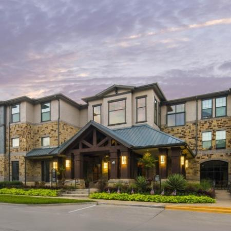 Dallas Apartment Community | Knox Henderson Dallas Apartments | Fitzhugh Urban Flats