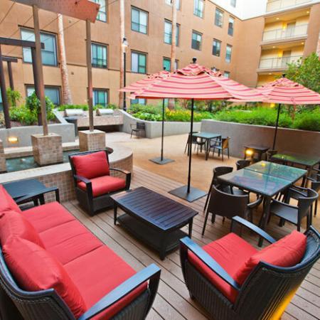 Luxury Amenities: Courtyard | The Uptown