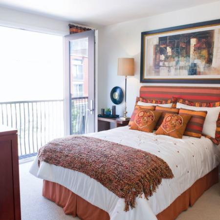 2 bedroom Apartments in Oakland | The Uptown