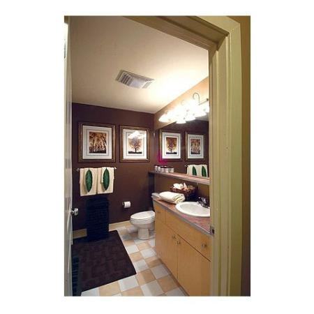 Apartments in Cumberland RI | Bathroom