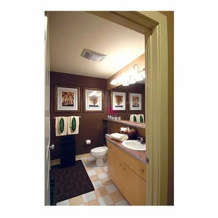 Apartments in Cumberland RI | Bathroom