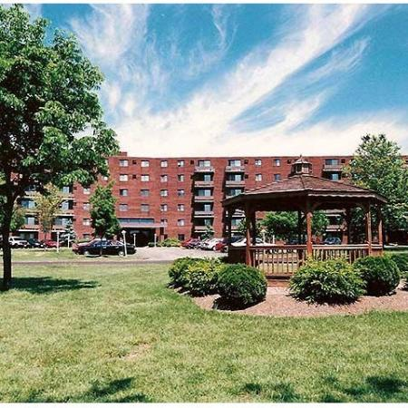 Apartments in Strongsville, OH | Chestnut Lake Apartments
