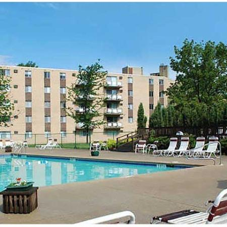 Swimming Pool | Chestnut Lake Apartments