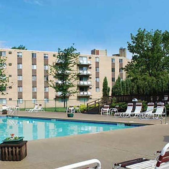 Swimming Pool at Chestnut Lake Apartments 3