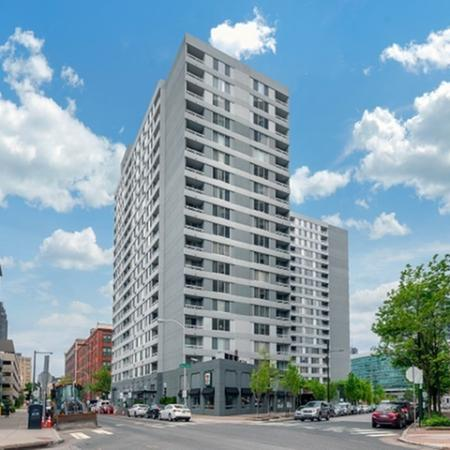 High Rise Apartments in Philadelphia | One Franklin Town
