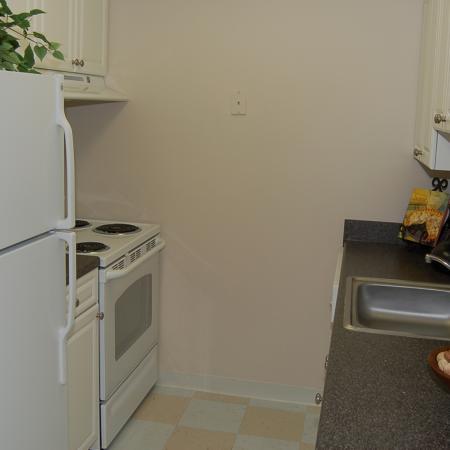 Kitchen at Brentwood Apartment Homes, 8669 Devonshire Court, Manassas, VA
