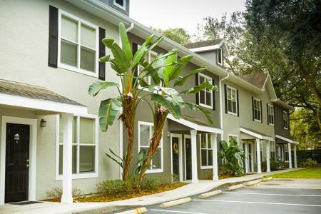 Exterior View at Arbor Walk Apartments in Tampa,Florida