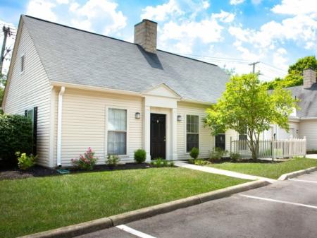 Ranch style townhomes at Kensington Grove Apartments in Westerville, OH