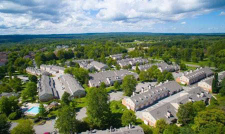 Aerial photo of Williamsburg Townhomes in Sagamore Hills, Ohio