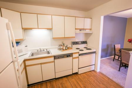 Kitchens at Oaks at Hampton Apartments in Rochester Hills, Michigan
