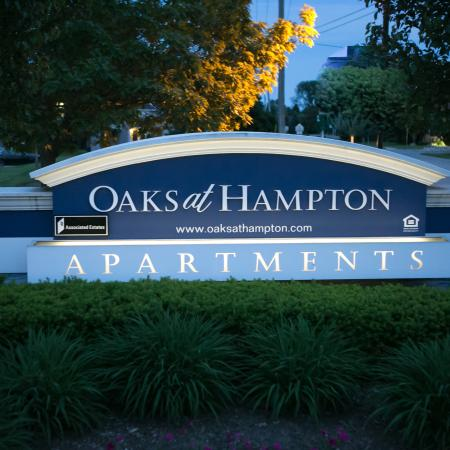 Welcome home to Oaks at Hampton Apartments in Rochester Hills, Michigan