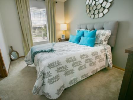 Choose from stylish and spacious one and two bedroom apartment homes at Heathermoor Apartments in Columbus, OH