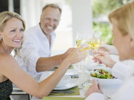 Dining and nightlife available in Oak Lawn