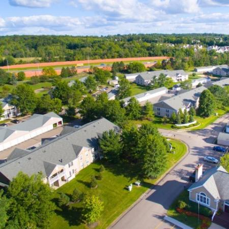 Aerial view of Mallard's Crossing Apartments in Medina, Ohio