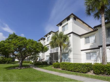 Walking Trail at Vista Lago Apartments in West Palm Beach, Florida