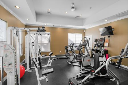 24-hour fitness center at River Pointe at Den Rock Park Apartments