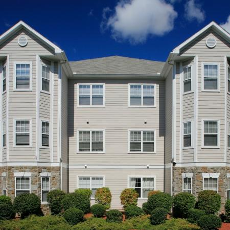 Exterior of River Pointe at Den Rock Park Apartments in Lawrence, MA
