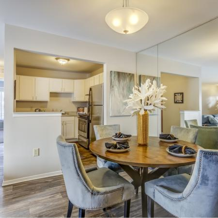 Dining room at Oaks at Hampton in Rochester Hills, MI