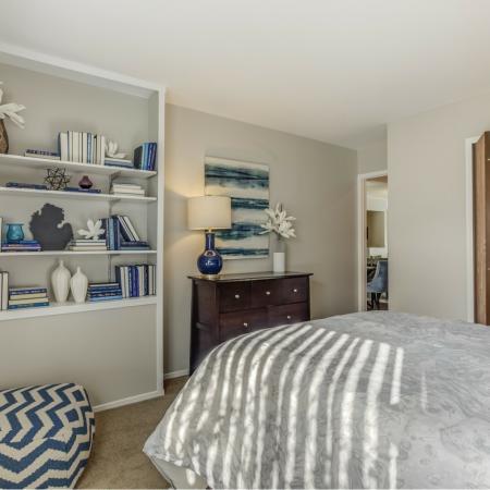 Built-in shelving at Oaks at Hampton Apartments in Rochester Hills, MI