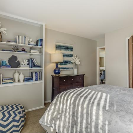 Built-in shelving at Oaks at Hampton Apartments in Rochester Hills, MI