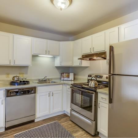 Silver appliances at Oaks at Hampton Apartments in Rochester Hills, MI