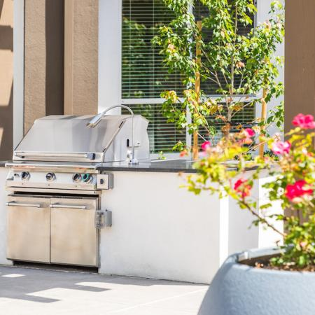 BBQ courtyard at 808 West Apartments in San Jose CA