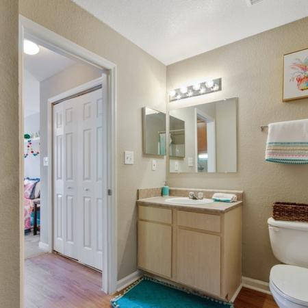 Tenn Street Apartments Bathroom