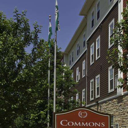 Commons on Kinnear entrance sign | Apartments in Columbus