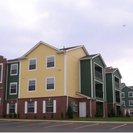 Hilltop Club apartment building exterior | WKU Student Apartments