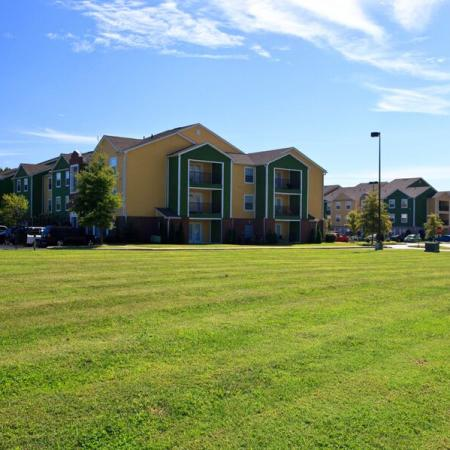 Hilltop Club Apartments and landscaping | WKU Student Apartments